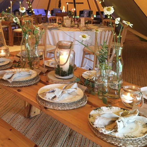 The Little Brick House   Decorative Home Accessories and Flowers   Table Settings
