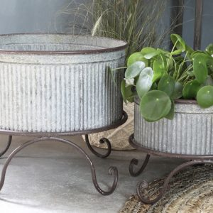 Flowerpot on feet with Grooves
